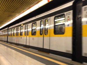 Milano, due ragazze svengono dopo aver sentito litigare due uomini in arabo in metro