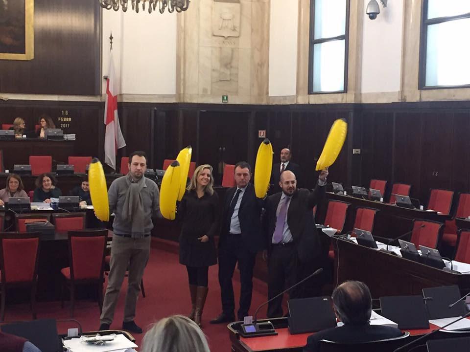 A Milano piazza Duomo si trasforma: arrivano palme e polemiche