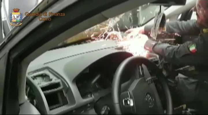 Dieci chili di eroina nel doppiofondo dell'auto. Due arresti a Brogeda