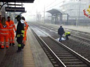 Uomo di 44 anni travolto e ucciso da un treno alla stazione di Melegnano