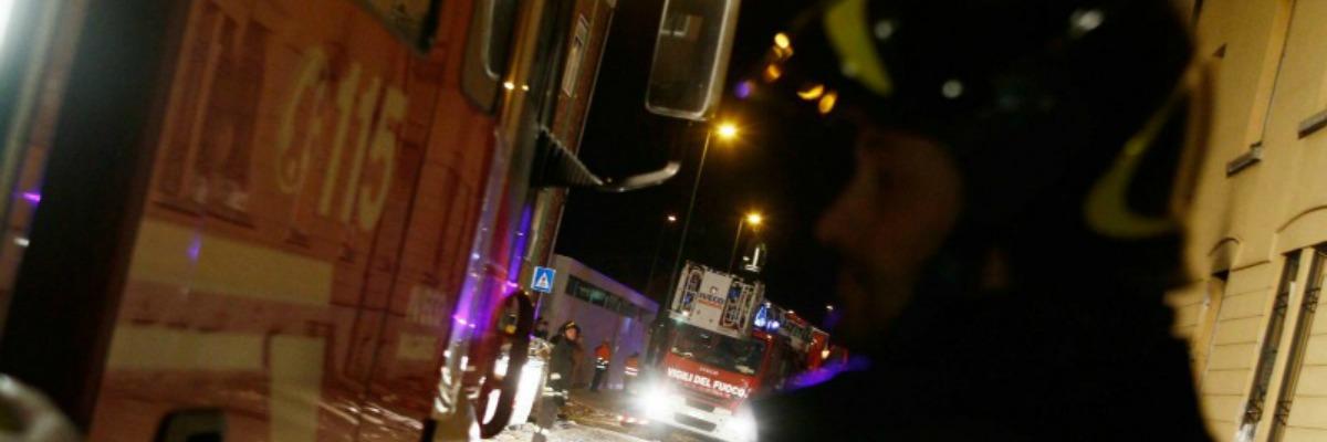 Racket bomba ad afragola salta in aria negozio di arredi for Arredi sacri roma
