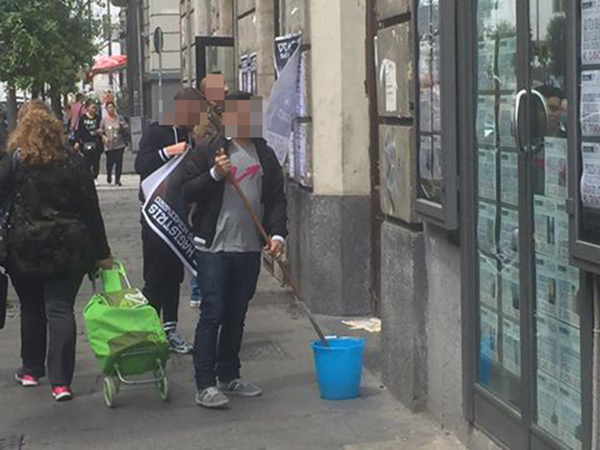 Manifesti con fotomontaggio attaccano il sindaco uscente: