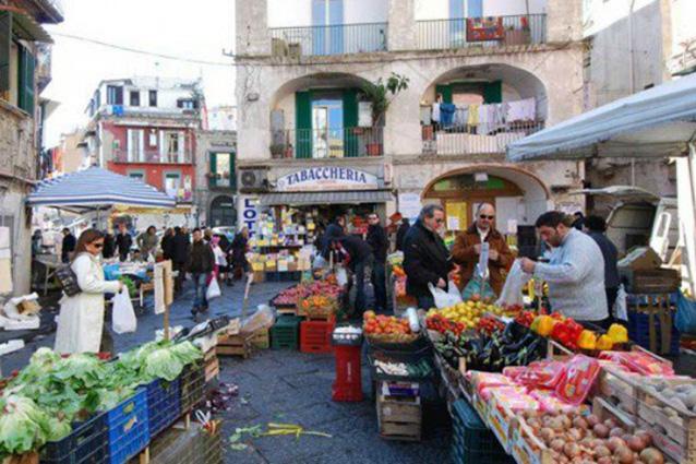 I 10 mercatini pi famosi di napoli mappa orari - Il mercato della piastrella moncalieri orari ...