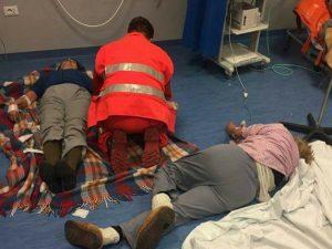 Nola, l'ospedale non ha più letti e barelle: malati curati a terra