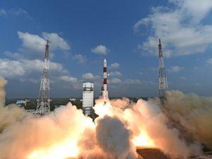 L'India ha lanciato in orbita 104 satelliti con un solo razzo: è record mondiale