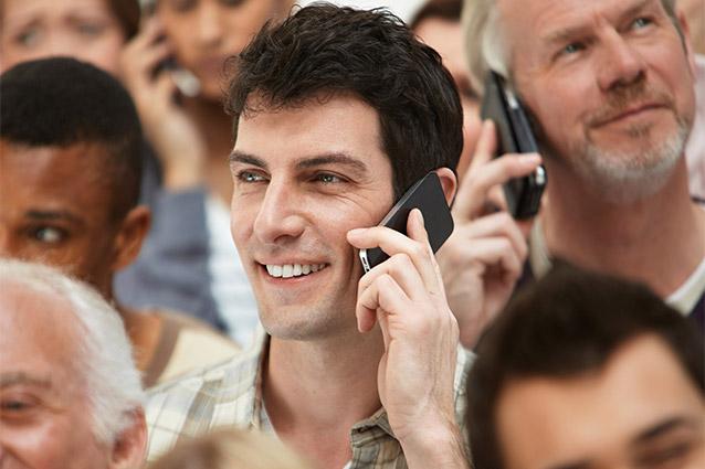 Eurispes: gli italiani sempre più connessi, ma preferiscono ancora telefonare