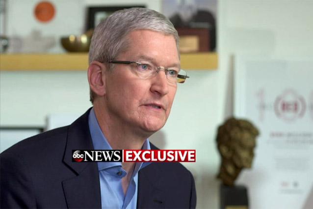 """Apple lavora per rendere più sicuro l'iPhone, Tim Cook: """"Sbloccarlo sarebbe un cancro"""""""