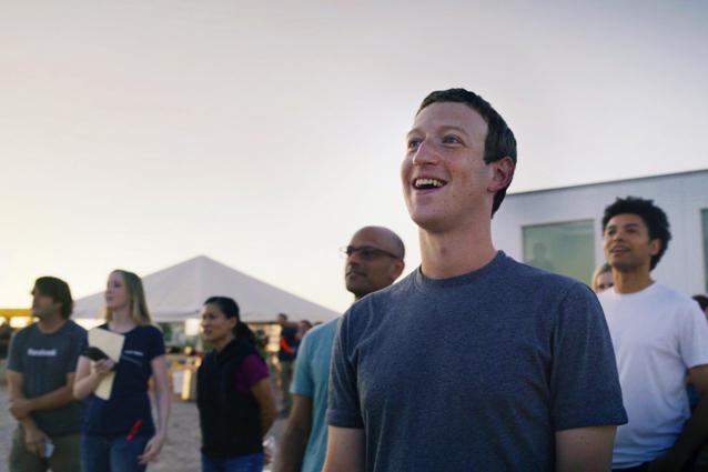 """Facebook, il nuovo manifesto di Zuckerberg: """"Unire l'umanità per affrontare le sfide"""""""