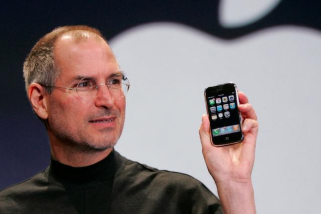 L'iPhone compie 10 anni, il dispositivo che ha reinventato il telefono