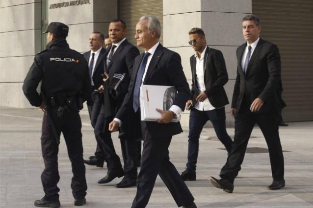 Neymar, il giocatore rischia due anni di carcere