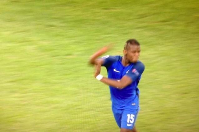 Francia, Pogba sul gestaccio: