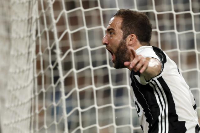 Juventus, Reina contro Higuain: