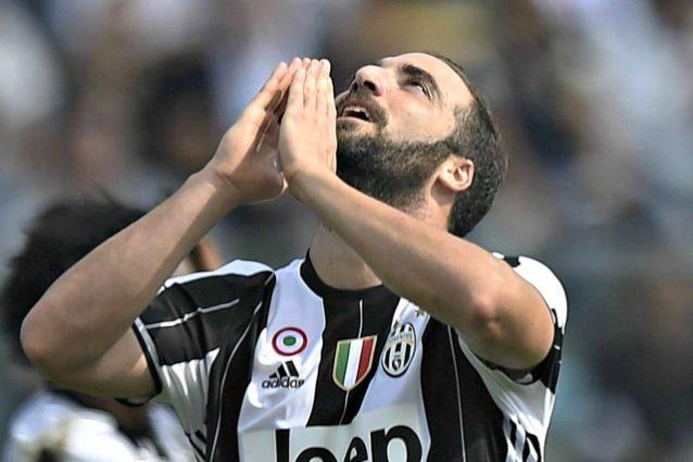 Napoli, Allan: 'Higuain? Il suo addio ci ha colti di sorpresa...'