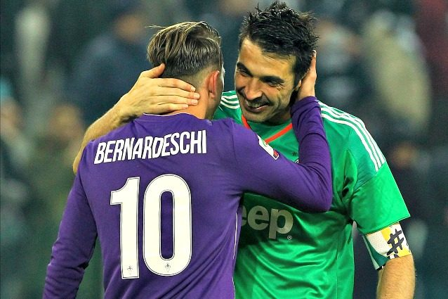 Sorpresa: Buffon regala la maglia da numero 1 a Gabbani