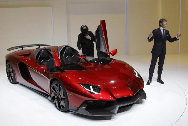supercar al salone di ginevra bugatti veyron grandsport vitesse vs lamborghini aventador j. Black Bedroom Furniture Sets. Home Design Ideas