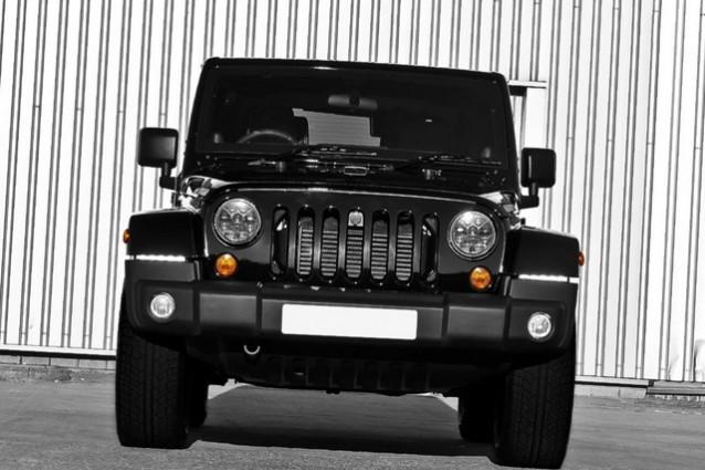 jeep wrangler sahara tuning all black da parte di kahn. Black Bedroom Furniture Sets. Home Design Ideas