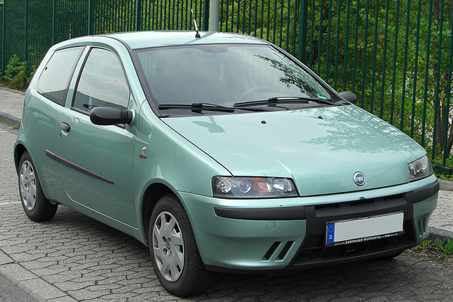 La Fiat Punto compie 20 anni: foto-storia Fiat Punto Seconda Serie on fiat spider, fiat cinquecento, fiat coupe, fiat panda, fiat doblo, fiat linea, fiat 500 abarth, fiat cars, fiat stilo, fiat bravo, fiat ritmo, fiat 500l, fiat seicento, fiat marea, fiat 500 turbo, fiat x1/9, fiat multipla, fiat barchetta,
