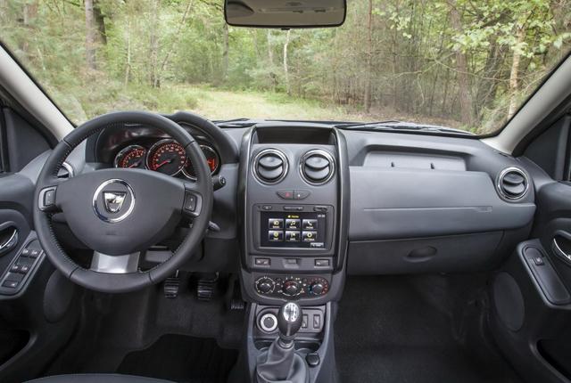 Dacia duster 2014 aumentano le dotazioni ma non i prezzi for Interni dacia duster laureate