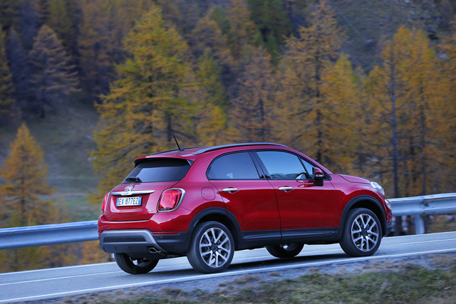 fiat 500x allestimenti e dotazioni della suv italiana foto. Black Bedroom Furniture Sets. Home Design Ideas