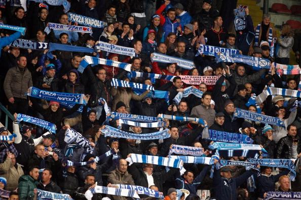 Napoli, il Coronavirus spaventa più di Messi: i tifosi chied