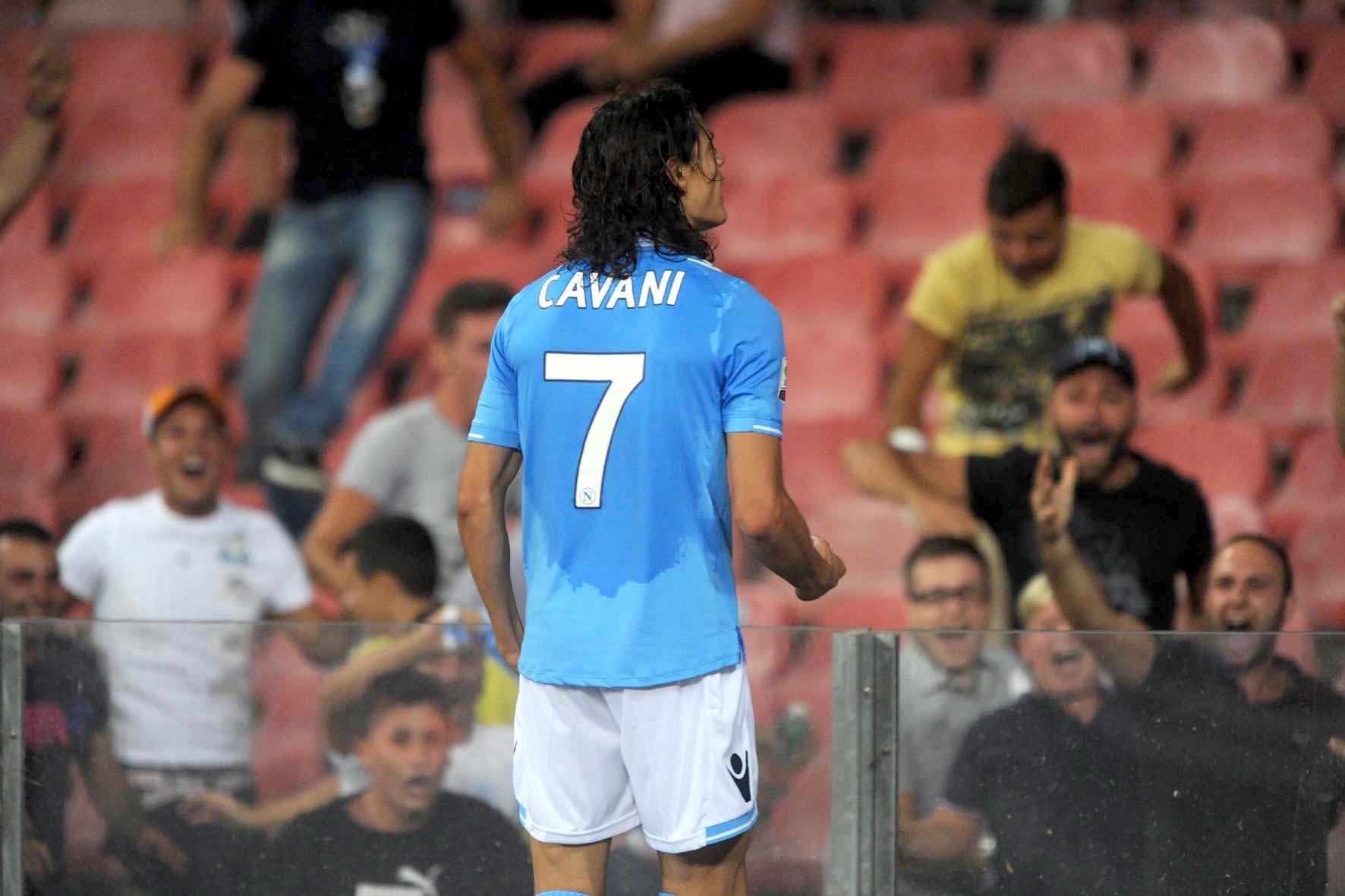 Napoli-Milan 3-1, il secondo gol di Cavani visto dalla Curva B (VIDEO)