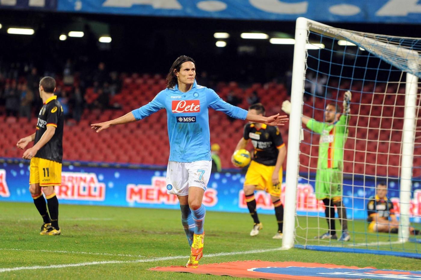 Napoli-Lecce 4-2, la doppietta di Cavani fa volare gli azzurri