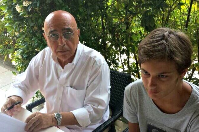 Andrea Casiraghi firma col Milan (FOTO)