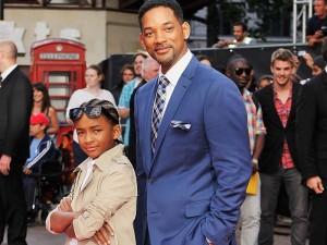 padre e figlio pronti per un film si fantascenza
