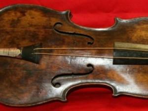 Violino affondato col Titanic venduto all'asta per 1mln di euro