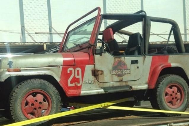 """""""Jurassic World"""": al via le riprese alle Hawaii, con la Jeep del primo film"""