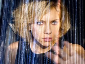 """""""Lucy"""": Scarlett Johansson spietata killer con super poteri per Luc Besson"""