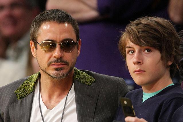 Downey jr commenta l 39 arresto del figlio per possesso di - Possesso di un immobile ...