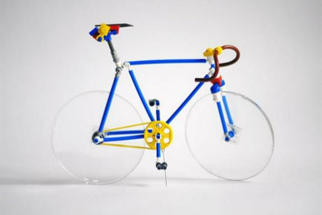 La bici da corsa fatta di lego