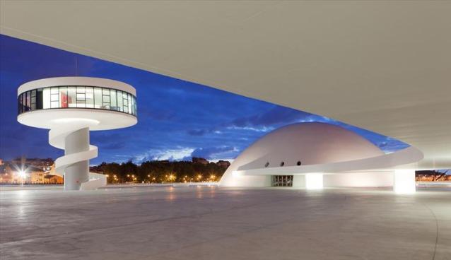 Centro Niemeyer di Avilés, Asturie, Spagna. Fotografia: Alamy