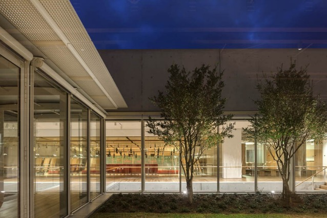 Night exterior view–Ph. Nic Lehoux