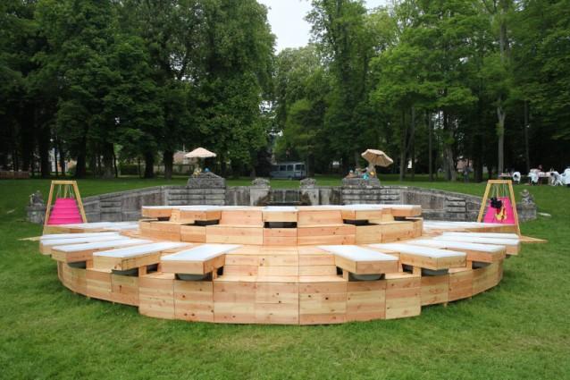 chamarande les bains a parigi il bagno si fa nel parco. Black Bedroom Furniture Sets. Home Design Ideas