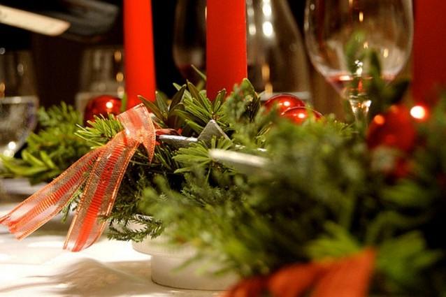 La tavola natalizia idee per decorazioni semplici ed eleganti - Decorazioni per la tavola di natale ...