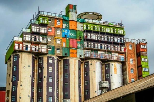Mill junction un social housing di coloratissimi for Container house prezzi