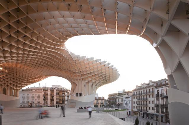 Metropol Parasol: Mayer firma a Siviglia l'edificio in legno più grande del mondo