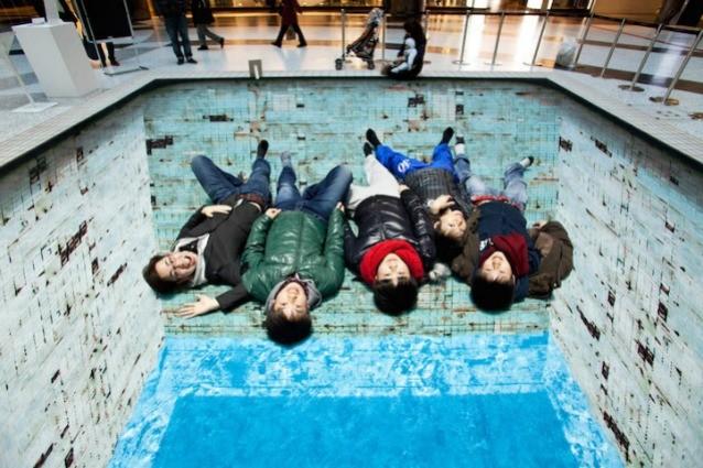 POOL, loss of colour: la piscina di Jeroen Bisscheroux in cui è impossibile nuotare