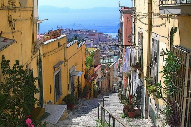 Le 10 scale pi belle di napoli for Immagini di case bellissime