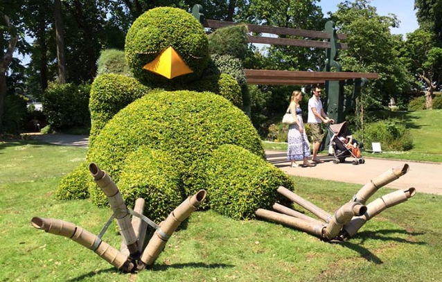 Nantes l 39 arte topiaria di claude ponti conquista grandi e - L arte dei giardinieri di potare in forme bizzarre ...
