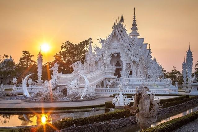 Wat Rong Khun, il Tempio Bianco della Thailandia costruito con le immagini dei supereroi