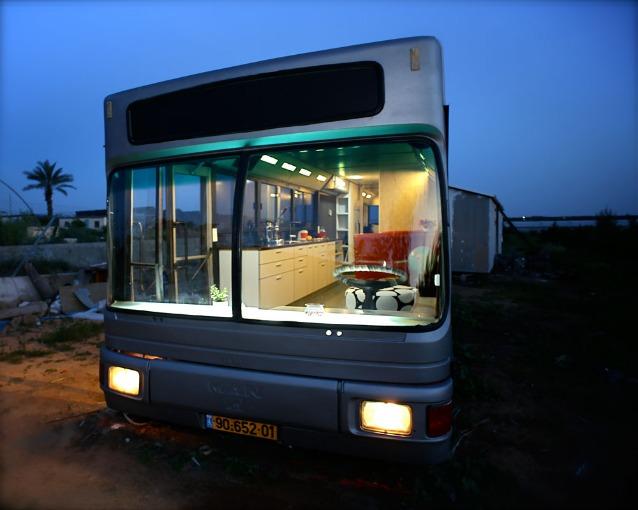 Come trasformare un vecchio autobus in una casa di design for Come trovare un costruttore di casa