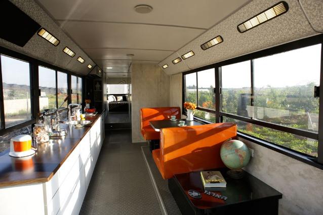 Come trasformare un vecchio autobus in una casa di design