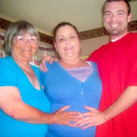 roxanne campbell, al centro la madre surrogata
