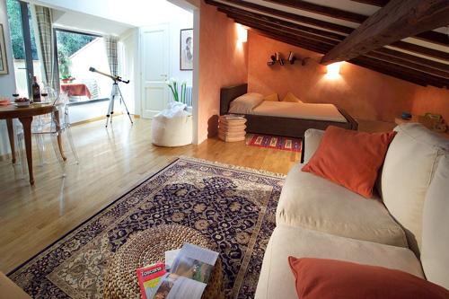 Come arredare una mansarda consigli per sfruttare al meglio gli spazi - Come illuminare la camera da letto ...