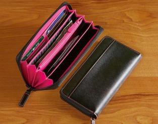 Portafoglio e documenti da mettere in borsetta