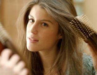 occorrente per spazzolare i capelli