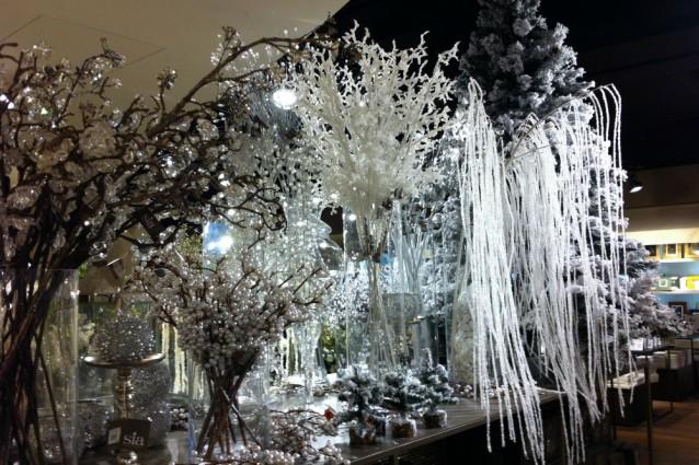 Natale 2011 total white bianco argento e perle per le - Rami decorativi natalizi ...